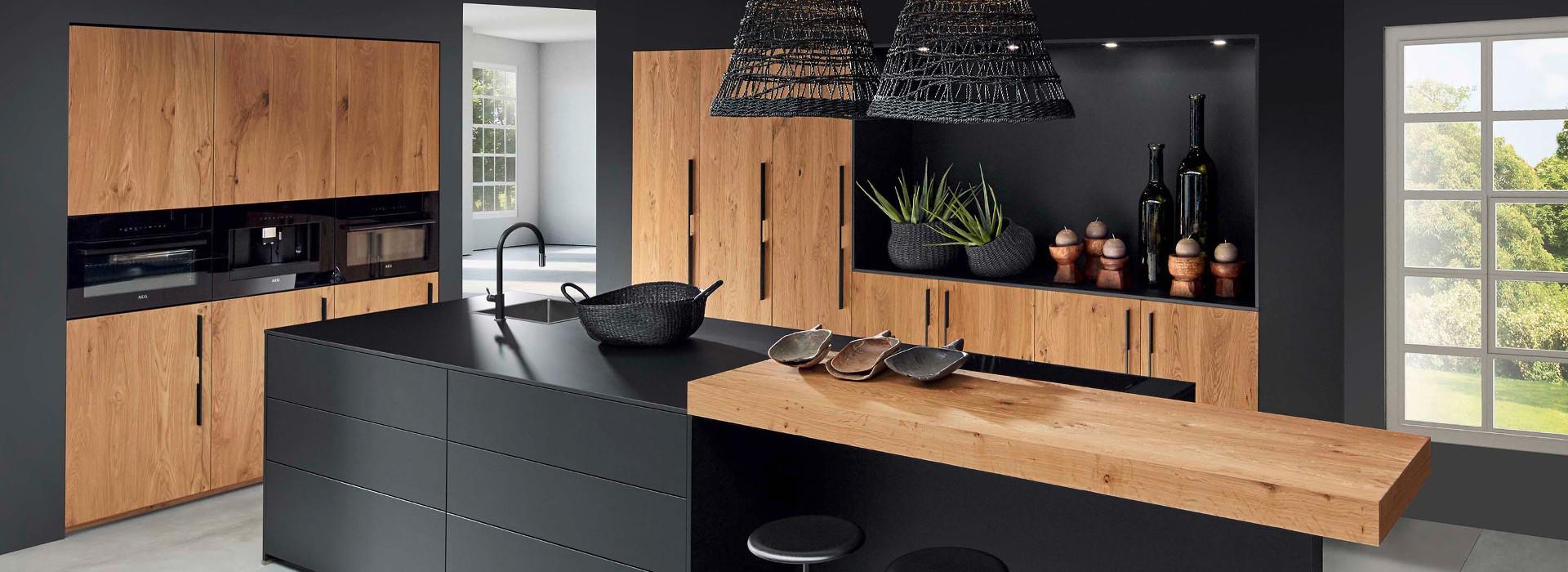 Meble kuchenne drewno ciemne fronty i wyspa